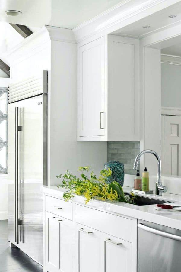 Shiny White Kitchen (par. housebeautiful.com)
