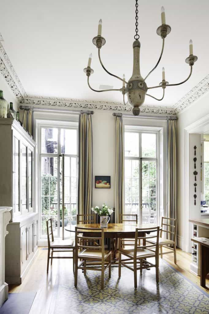 Small dining room with large elegant windows (par. deringhall.com)