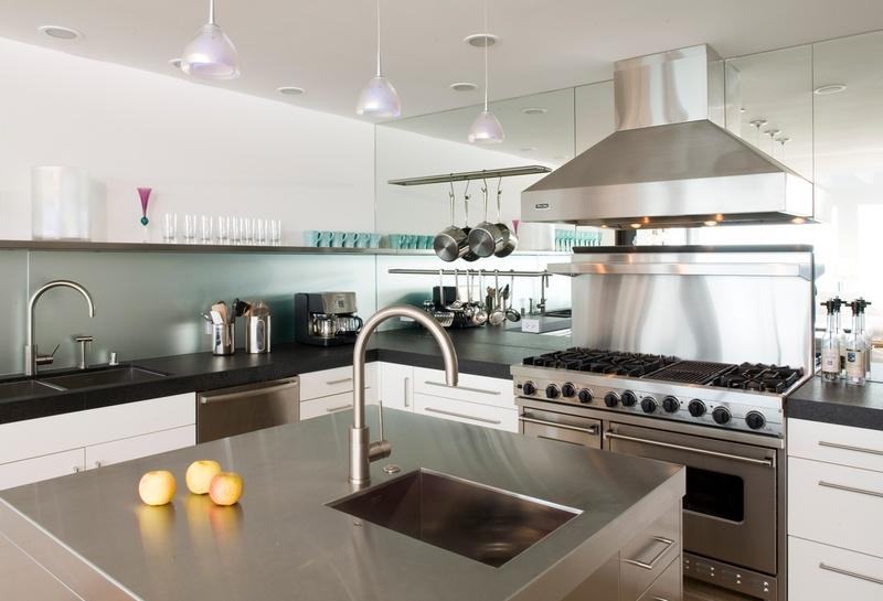 Stainless steel - modern kitchen - Backsplash .