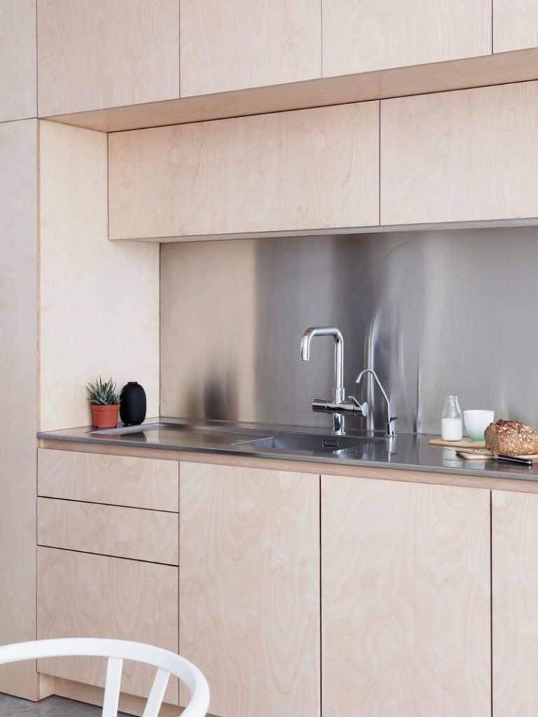 Steel backsplash between light-wood cabinets (from contemporist.com)