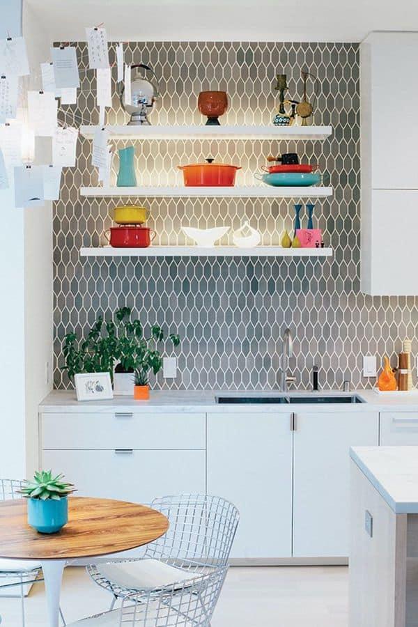 White cabinet with pattern backsplash (par. dwell.com)