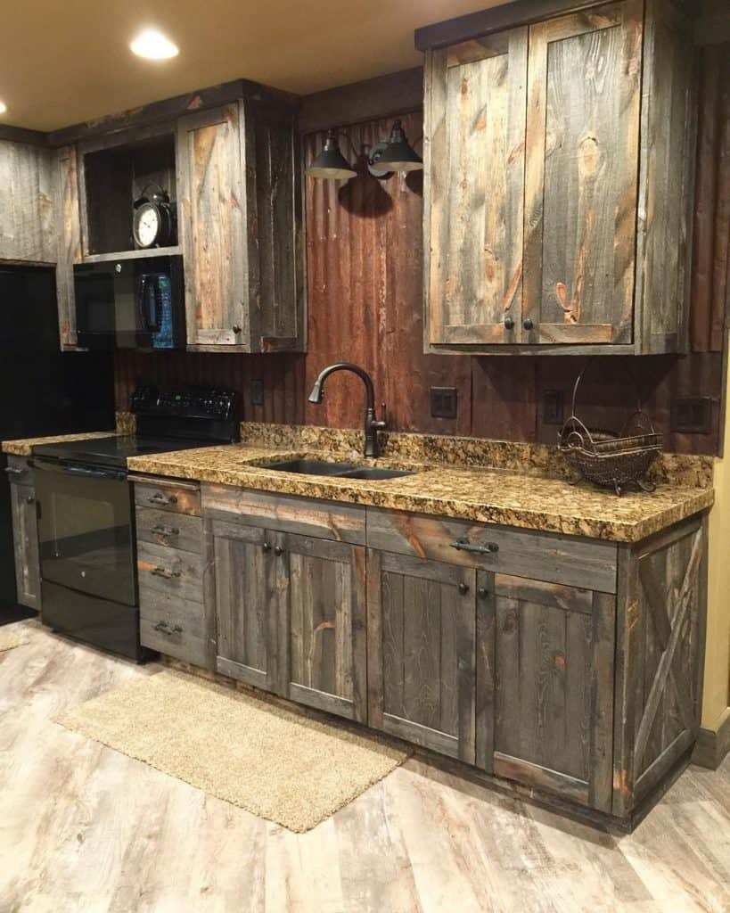 Wooden cabinets with patina (par. @avisiontoremember)