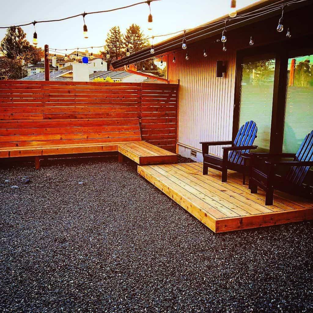 Wooden privacy screen for terrace (by machtingerlandscaping)