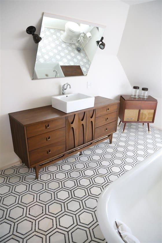 http://server.digimetriq.com/wp-content/uploads/2020/12/1609423515_594_20-Mid-century-Modern-Bathroom-Ideas-Simple-but-Beautiful.jpg